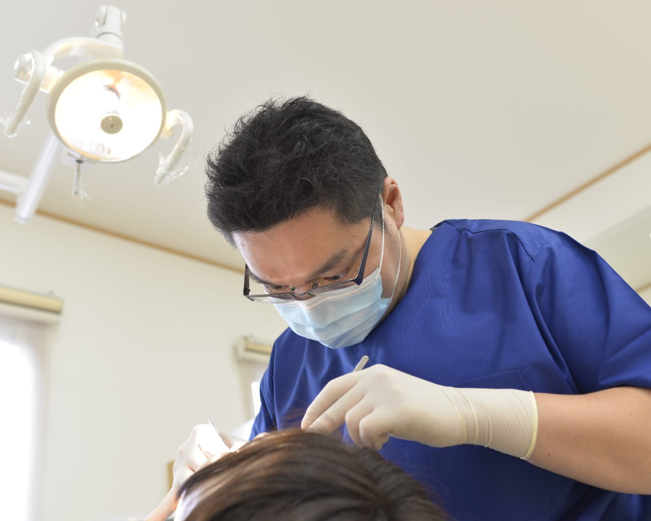 wisdom tooth removal process in Singapore being done