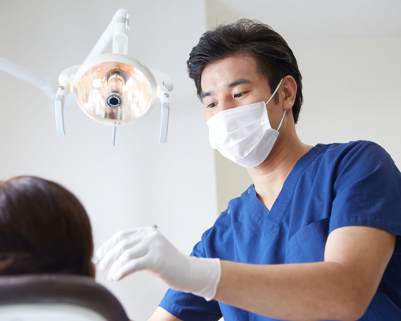 Dentist performing wisdom tooth surgery & extraction